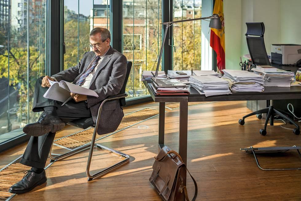 Antonio Vercher, fiscal coordinador de Medio Ambiente y Urbanismo, en su despacho.