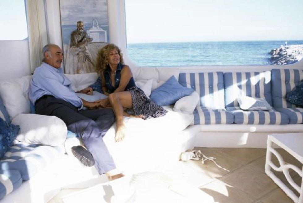 Sean Connery y su mujer, Micheline, en su casa de Marbella, en 1995.