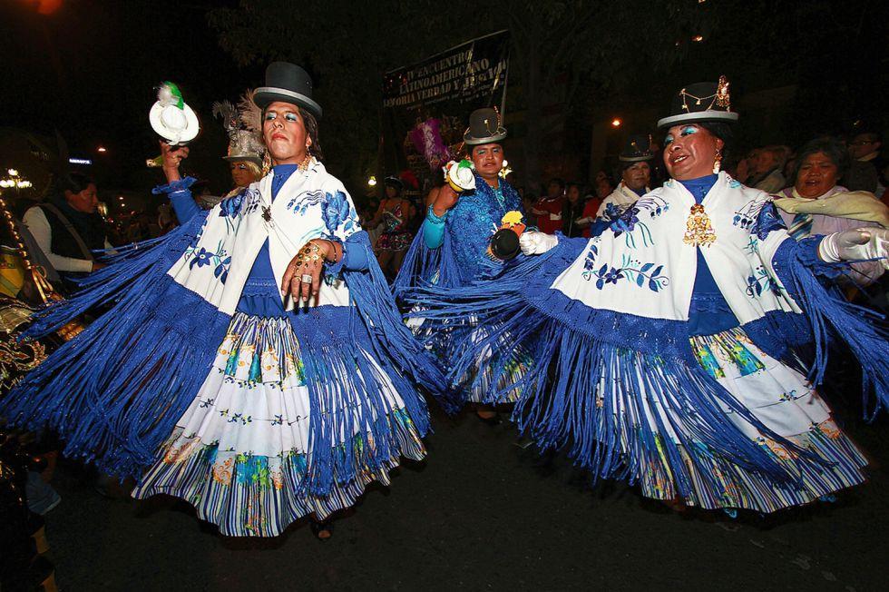 'Drag queens' celebran el Orgullo Gay en las calles de La Paz (Bolivia).