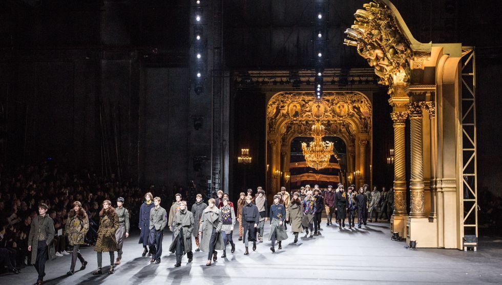 El belga Dries Van Noten hizo un emocionante desfile en la ópera Garnier.