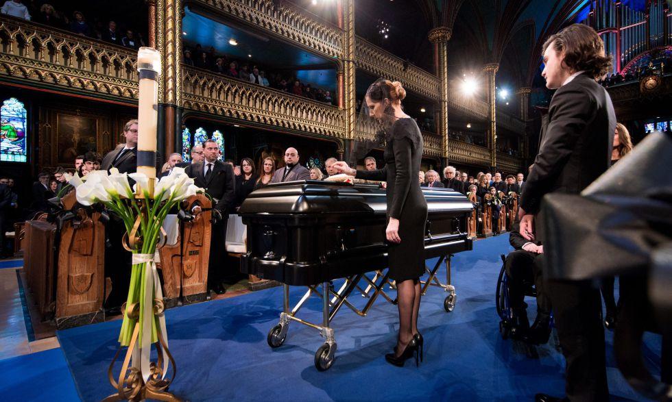 Céline Dion durante el funeral de su marido.