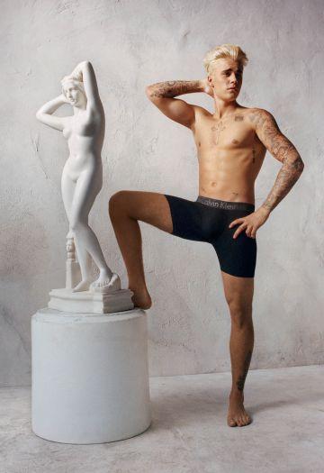 Justin Bieber posa para la campaña publicitaria de Calvin Klein.