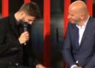 Piqué llora tras recibir el premio al mejor deportista catalán de 2015