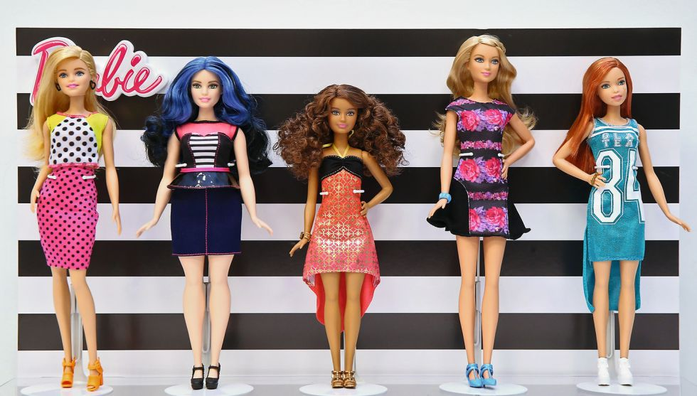 Cinco de las nuevas Barbie.