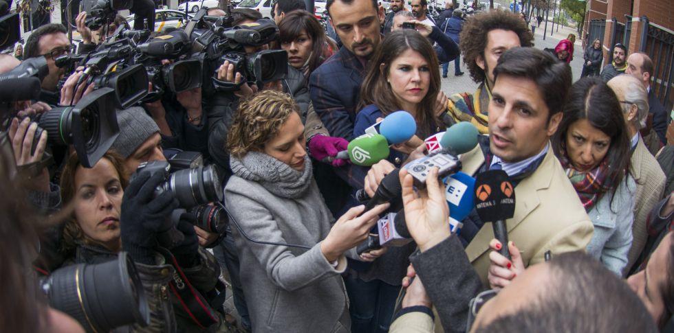 El matador de toros Francisco Rivera, declara ante los medios de comunicación.
