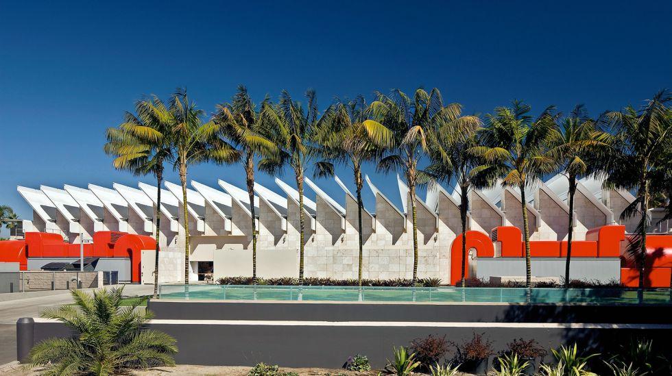 El pabellón de exposiciones Resnick, perteneciente al museo LACMA de Los Ángeles, es obra del Renzo Piano Building Workshop.