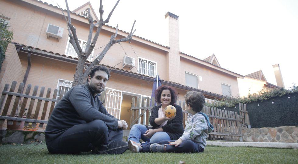 Eduardo Moreno e Irene Fernandez decidieron mudarse a Rivas desde la ciudad de Madrid cuando supieron que iban a tener un hijo.