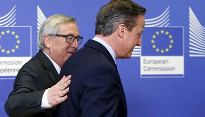 David Cameron y Jean-Claude Juncker, el viernes en Bruselas.