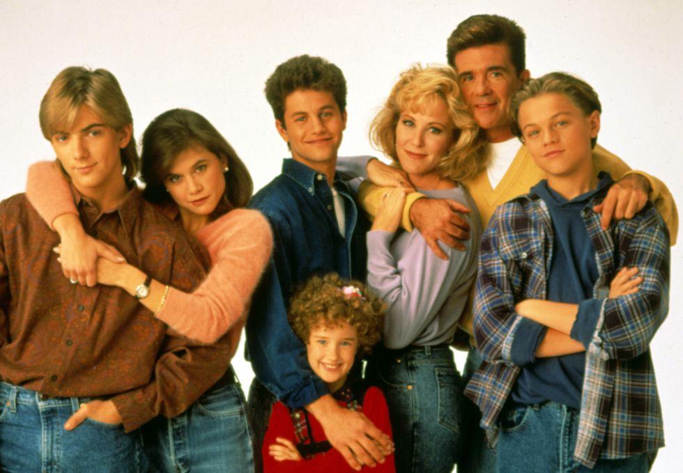 El reparto de 'Los problemas crecen', con Jeremy Miller (izquierda), Kirk Cameron (centro) y Leonardo DiCaprio (derecha).