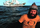 Los jipis que lanzaron el movimiento ecologista cabalgando sobre zodiacs
