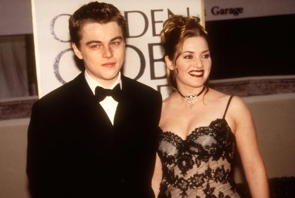 DiCaprio y Winslet en la alfombra roja de los Globos de Oro de 1998.