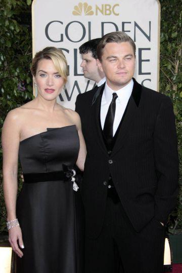 Kate Winslet y Leonardo DiCaprio en los Globos de Oro de 2009 tras grabar Revolutionary Road.