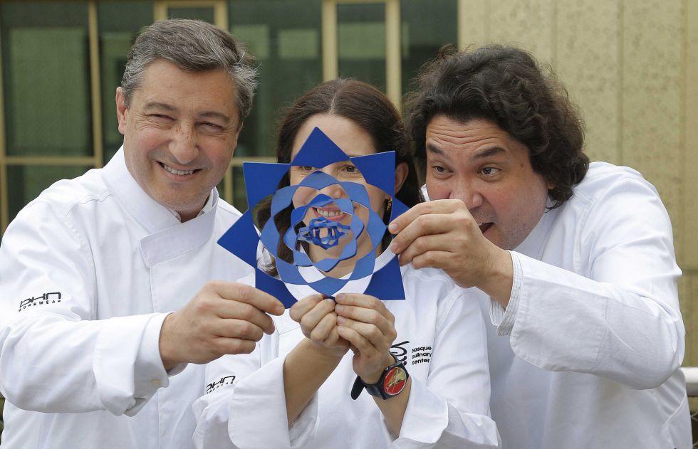 Joan Roca, Elena Arzak y Gascon Acurio posan con el Basque Culinary World Prize.