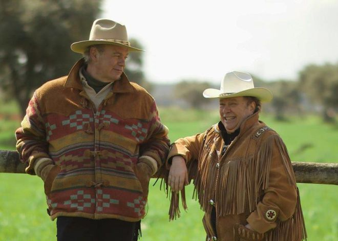 Bertín Osborne junto al humorista 'Arévalo' durante un momento de la entrevista