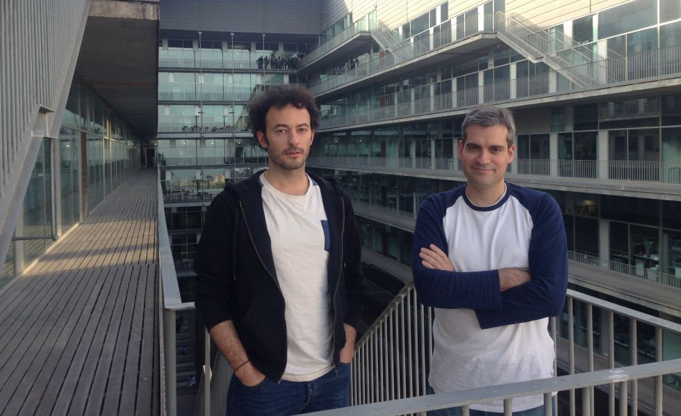 Los investigadores Alexandros Pitis (izquierdo) y Toni Gabaldón.