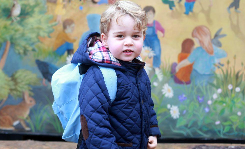 El príncipe Jorge durante su primer día de clase. La foto fue tomada por su madre, Kate Middleton.