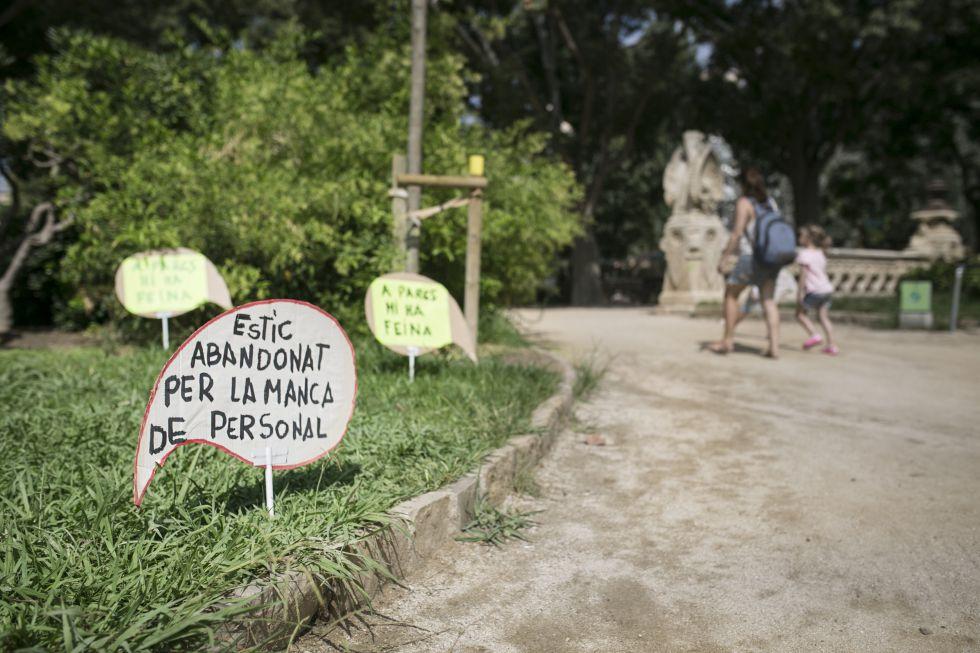 Acto de protesta del comite de empresa de Parcs i Jardins de Barcelona en el Parque de la Ciutadella para reivendicar mejoras del servicio.