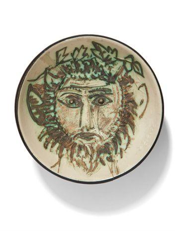 Uno de los platos decorado por Picasso, también subastado.