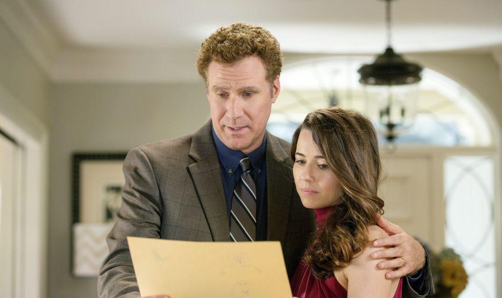 Will Ferrell y Linda Cardellini justo antes de luchar por su rincón de la casa en la película 'Padres por desigual' (2015).
