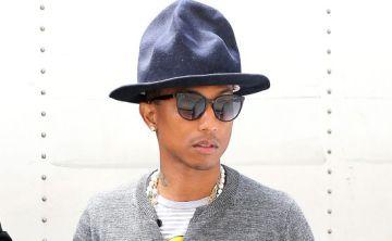 Pharrell Williams, con un sombrero diseñado por Vivienne Westwood.