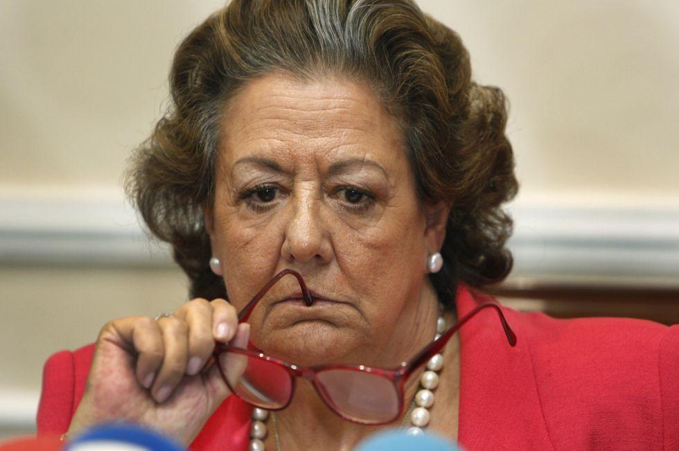 Un gesto de la exalcaldesa de Valencia, Rita Barberá.