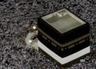Decenas de miles de personas se mueven alrededor de la Kaaba el gran cubo negro en el interior de la Gran Mezquita de la Meca, en 2006.