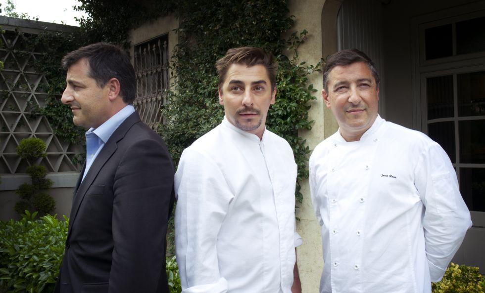 Josep (izquierda) y su hermano Joan Roca en el restaurante Celler de Can Roca en Girona.