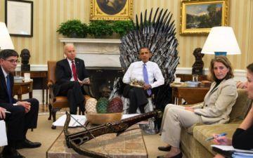 Imagen publicada por la cuenta de Twitter de la Casa Blanca, dando cuenta del fanatismo de Obama por 'Game of Thrones'