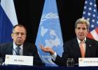 Serguéi Lavrov (izquierda) y John Kerry anuncian el pacto sobre Siria.