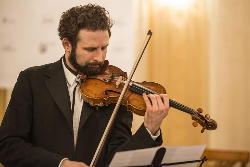 El violinista Ilya Gringolts interpreta a Albéniz durante en la inauguración del torneo de Zúrich