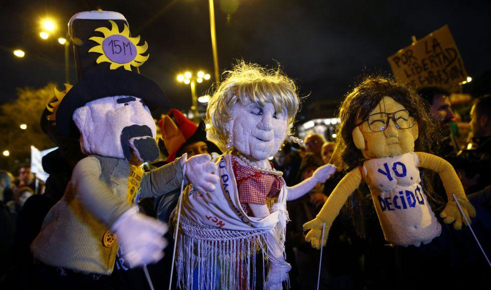 Concentración en Madrid para exigir la retirada de los cargos a los dos titiriteros.