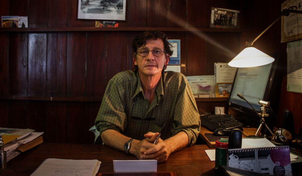 El científico François Nosten en su oficina de Mae Sot.