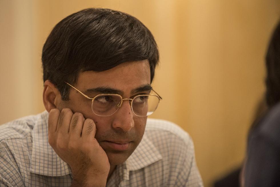 Anand, durante su partida contra Shírov este domingo en Zúrich