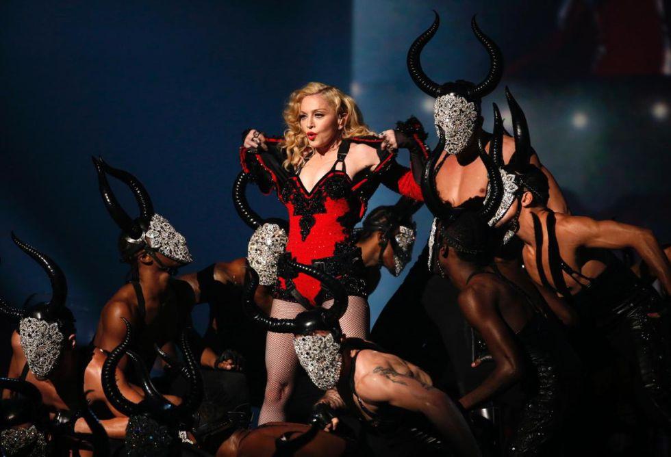 Madonna en una actuación de los Grammy 2015