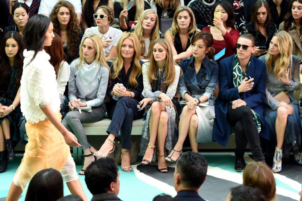 La primera fila de uno de los desfiles de la semana de la moda de Londres de 2015
