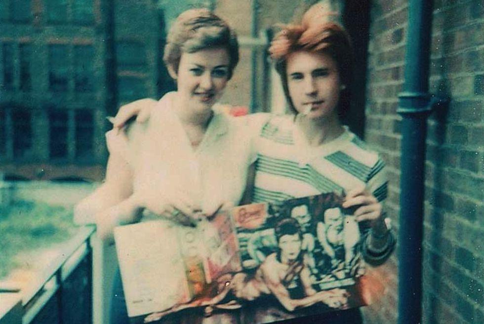 Todas las imágenes de este artículo son de seguidores de David Bowie en el Manchester de 1984. Pertenecen al libro 'The bag I'm in: Underground music and fashion in Britain 1960-1990' (Cicada Books), de Sam Knee.