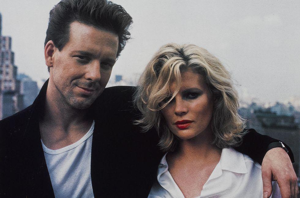 Kim Basinger y Mickey Rourke, en la película.