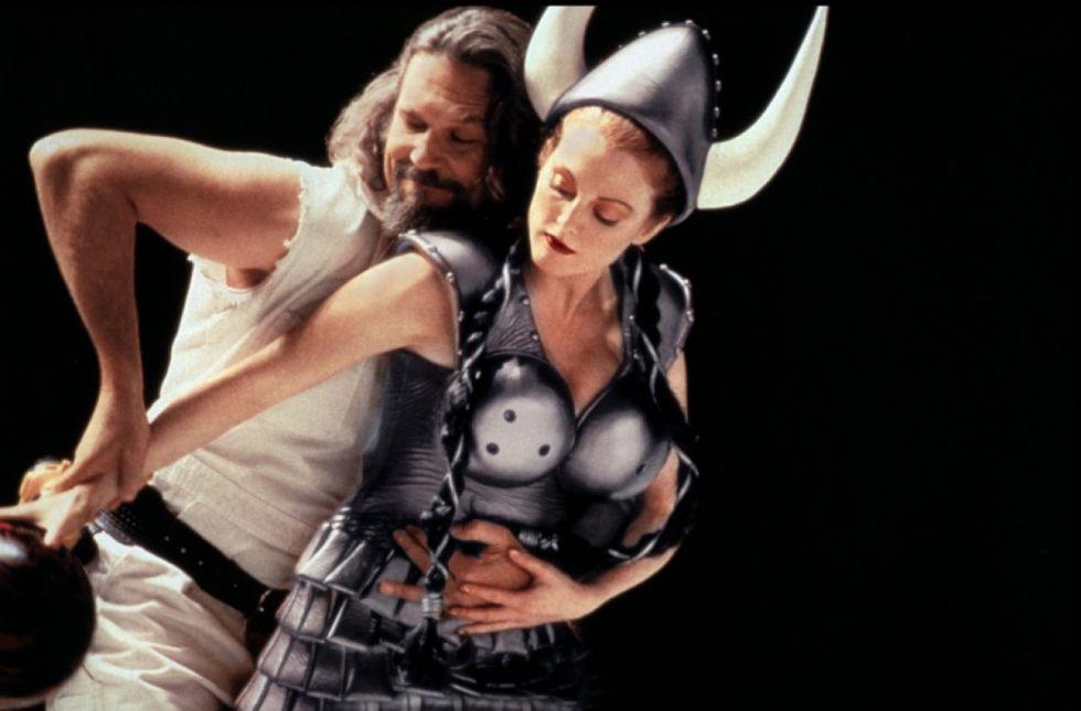 Jeff Bridges y Juliane Moore en la mítica escena de la bolera de 'El gran Lebowski'