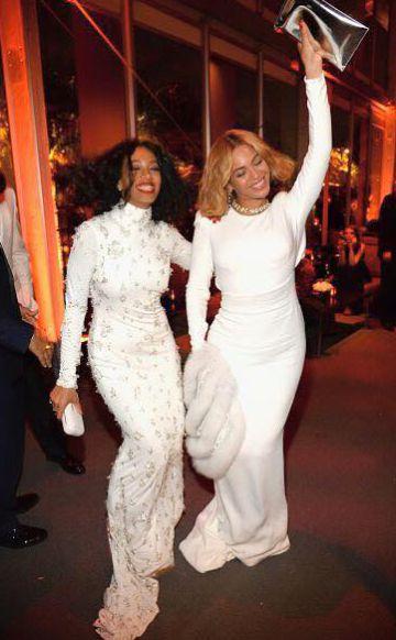 Solange y Beyoncé Knowles asisten a una fiesta de Vanity Fair en 2015.