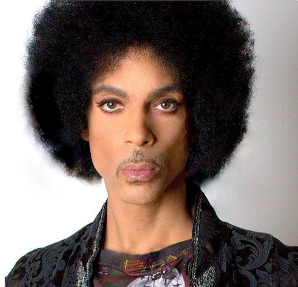 Foto oficial del pasaporte de Prince.