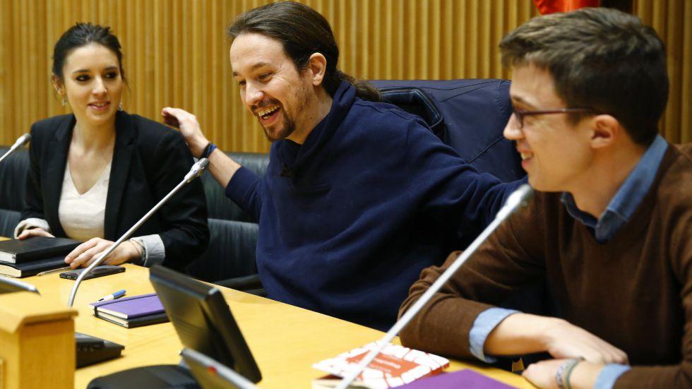 Pablo Iglesias, con Errejón e Irene Montero en el Congreso.