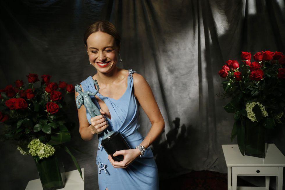 Brie Larson, con el Screen Actors Guild Awards que recibió el pasado enero en Los Ángeles.