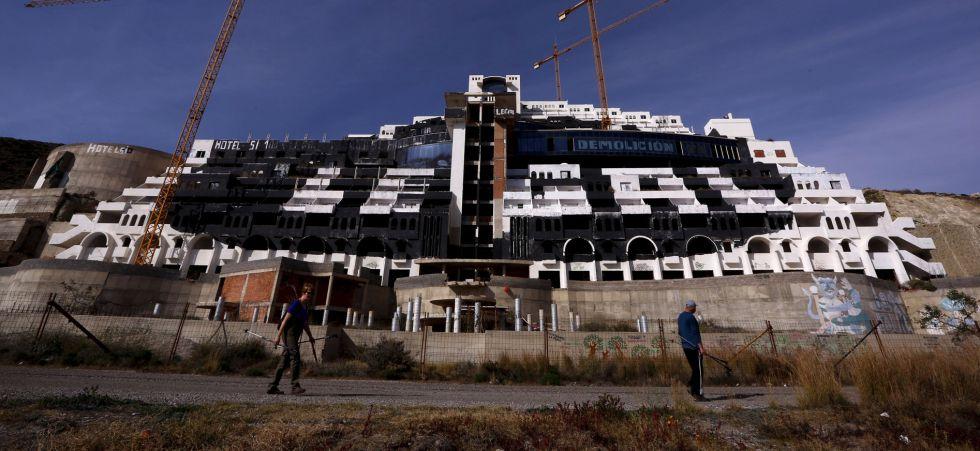 Hotel El Algarrobico en Carboneras, Almeria.