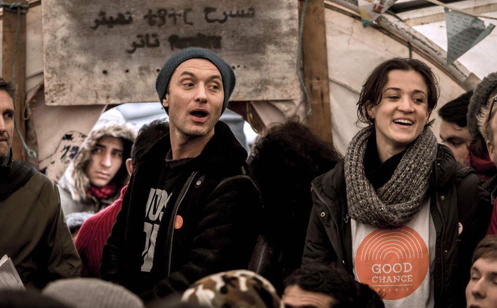 Jude Law, en el campamento de los refugiados de Calais.