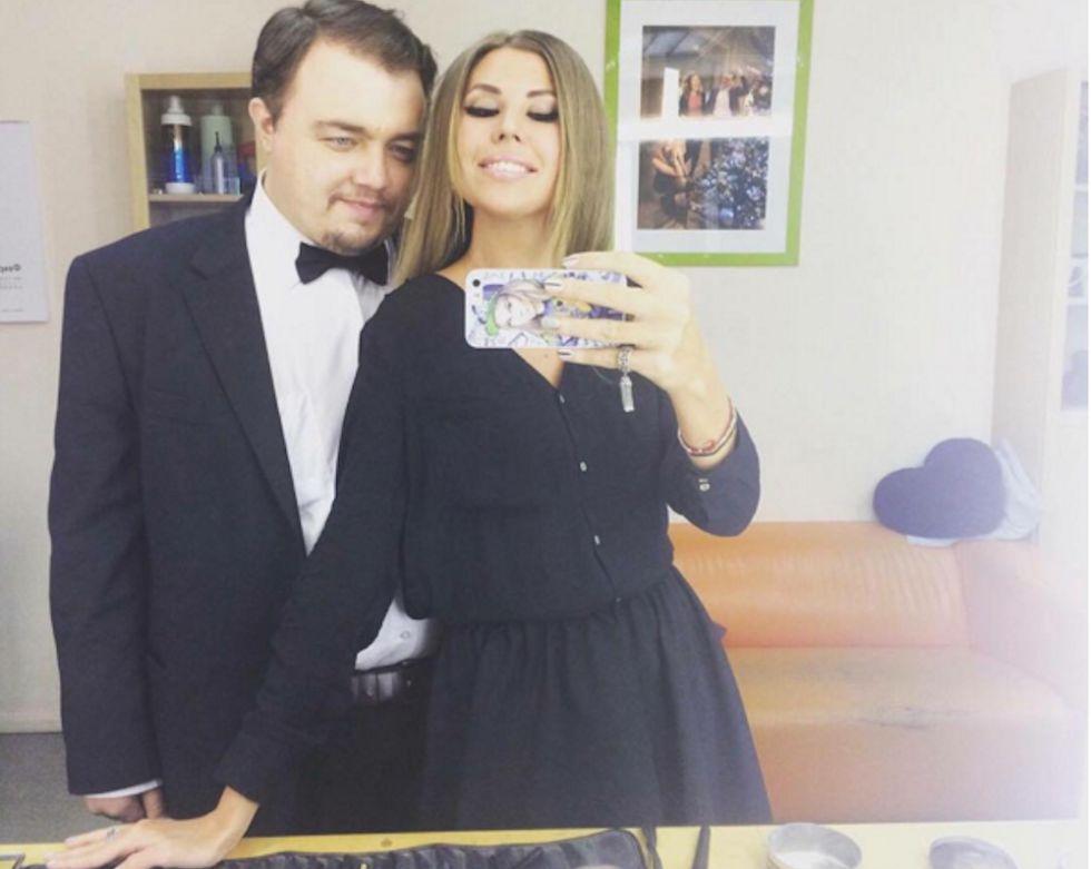 Roman Burtsev, el DiCaprio ruso, requerido para posar con una fan.