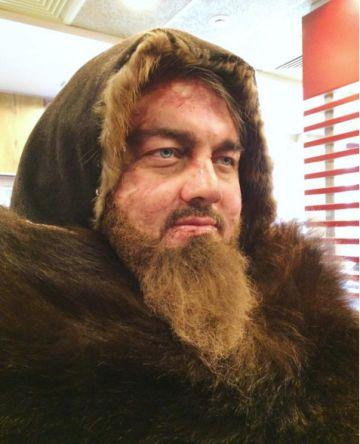 El DiCaprio ruso caracterizado de 'El renacido'. Mucho mérito tiene Burtsev.