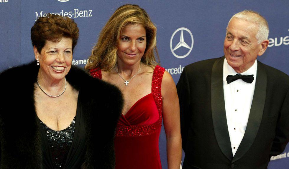 Arantxa, con sus padres Marisa y Emilio.