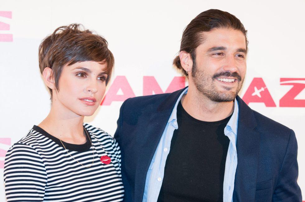 Álex García y su pareja, Verónica Echegui, en la presentación de 'Kamikaze', en 2014.