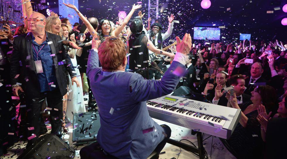 Elton John, en la fiesta que organizó después de los premios Oscar en 2015.