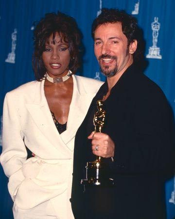 Bruce Springsteen con Whitney Houston, que fue la encargada de dar el Oscar a la mejor canción. Fue el 21 de marzo de 1994 en Los Ángeles.